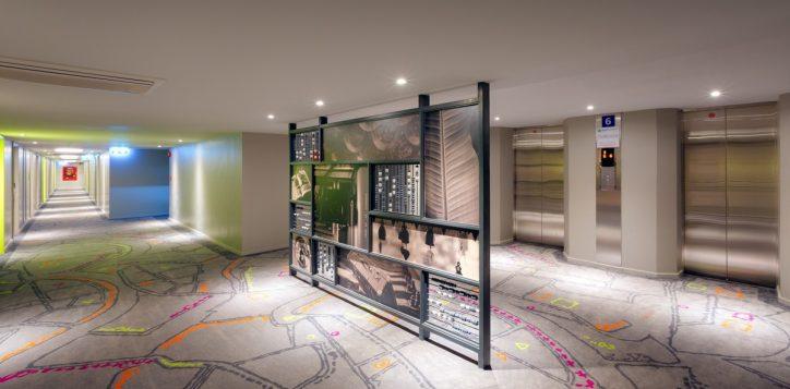 art-piece-corridor-khao-san-hotel-2